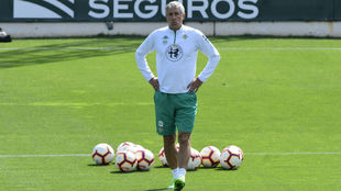 Setién, durante un entrenamiento reciente con el Betis.