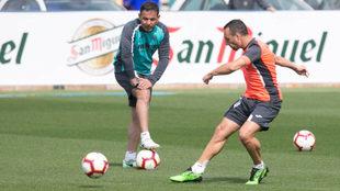 Cazorla chuta en un entrenamiento de esta temporada con el Villarreal.