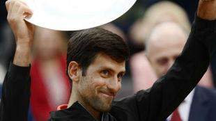Djokovic saluda a la grada de Roma
