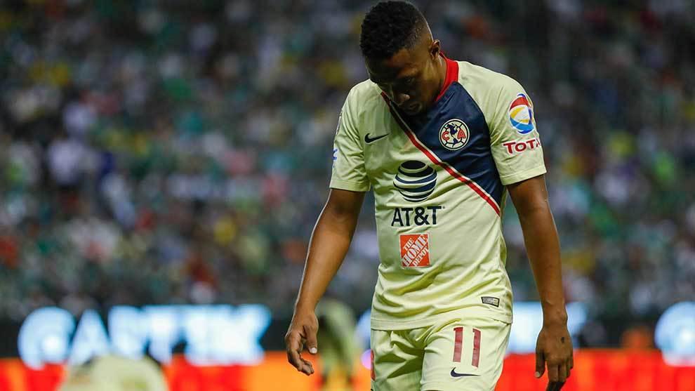 Andrés Ibargüen en lamento durante el partido de vuelta ante el...