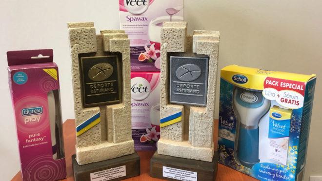 Los regalos que recibieron junto a los premios las cuatro ganadoras.
