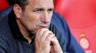 Eusebio, en el banquillo en un partido del Girona.