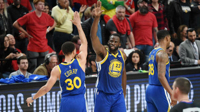 Stephen Curry y Draymond Green volvieron a liderar a los Warriors