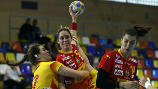 Mireya González, en el centro, en un partido con la selección...