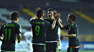 Ronaldo Cisneros festeja su gol en 2017