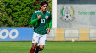 José Juan Macías en un partido con selecciones menores.