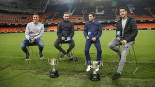 Rodrigo, Castaño, Marcelino y Parejo sobre el césped de Mestalla.
