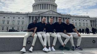 Junior, con sus compañeros en el Capitolio