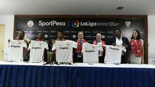 José Castro, en el centro de la imagen antes de la rueda de prensa en...