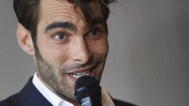 El actor y modelo Jon Kortajarena en un acto
