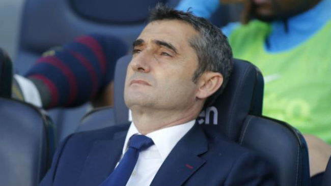 Ernesto Valverde on the bench at the Camp Nou during Barcelona's 2-0...