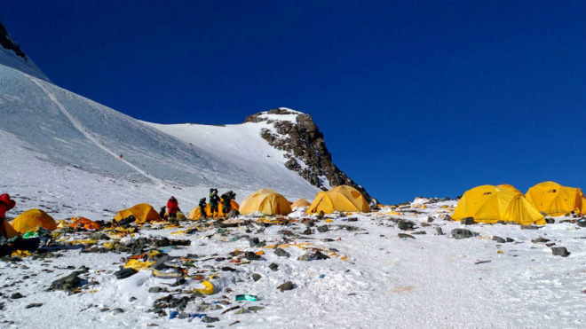 Fotodenuncia: el mayor atasco de la historia del Everest