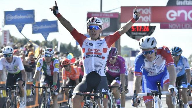 Ewan celebra su triunfo en la undécima etapa del giro.