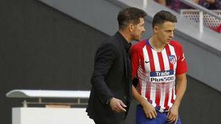 Diego Simeone speaking with Santiago Arias.