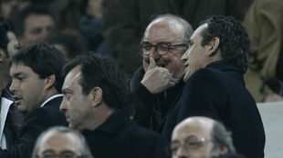 Jaume Roures, con Jorge Valdano, en el palco del Camp Nou.
