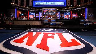 Logo de la NFL durante el Draft de 2013 en Nueva York.