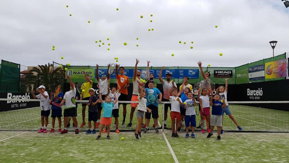 Los jóvenes aficionados al tenis son pieza muy importante del evento...