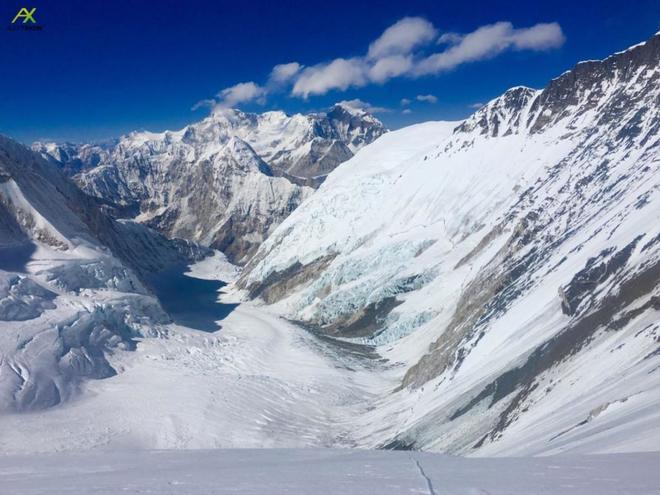 Imagen con el Everest al fondo