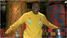 Asamoah Gyan posa durante la Copa África 2011.