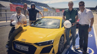 Setién, junto al Audi R8