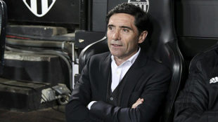 Marcelino on the bench at Mestalla.