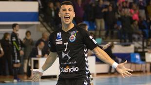Alberto Pla celera un gol con el Sinfín /
