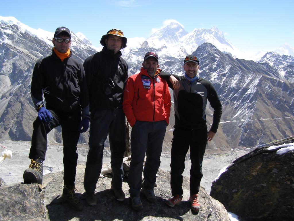 Juanito, segundo por la derecha, con Ander Goitia, Carlos Martínez y...