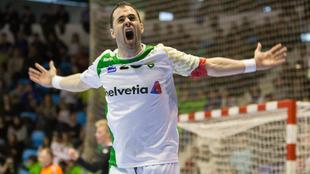 Miguel Goñi celebra un gol con el Anaitasuna /