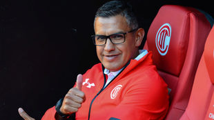 Juan Carlos Mendoza contento con los cambios en la liga.