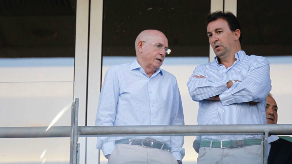 Betis vice-president Lorenzo Serra Ferrer speaking with vice-chairman...