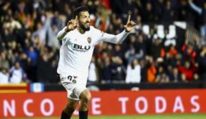 Garay celebra un gol con el Valencia esta temporada.