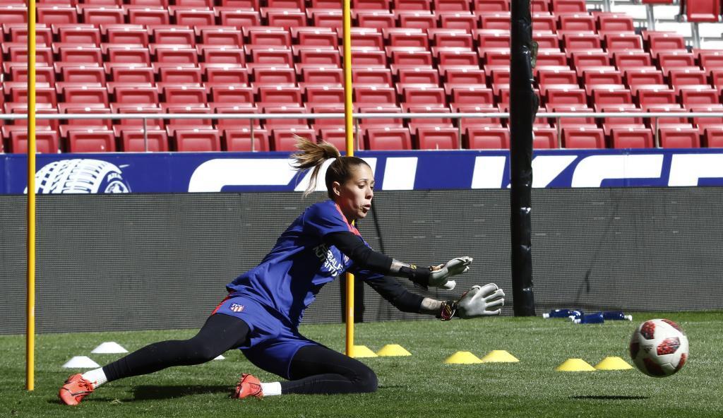 Lola Gallardo durante un entrenamiento con el Atlético de Madrid.