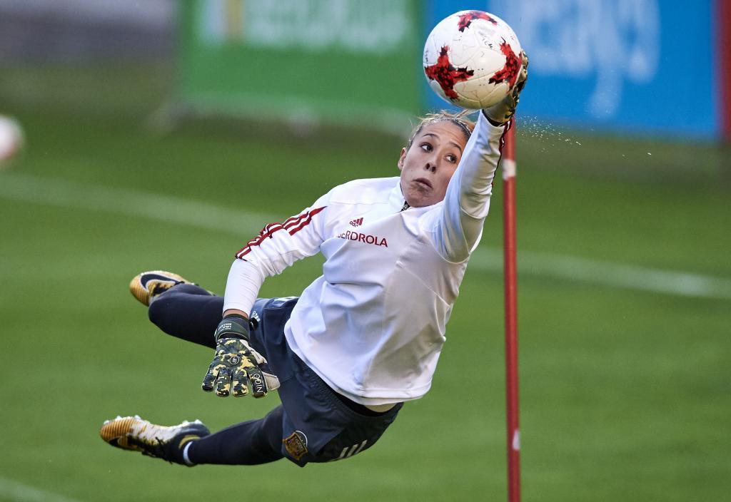 Lola Gallardo durante un entrenamiento con la selección española.