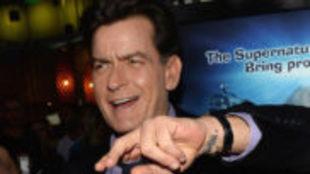Denise Richards ha revelado que Charlie Sheen acudió a una cena...