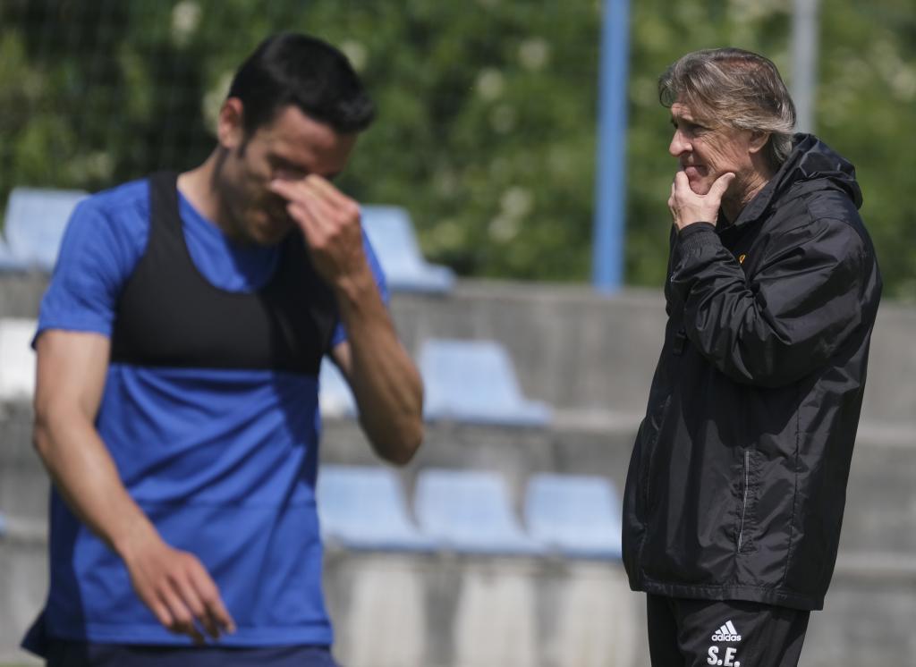 Sergio Egea, muy pensativo durante un entrenamiento