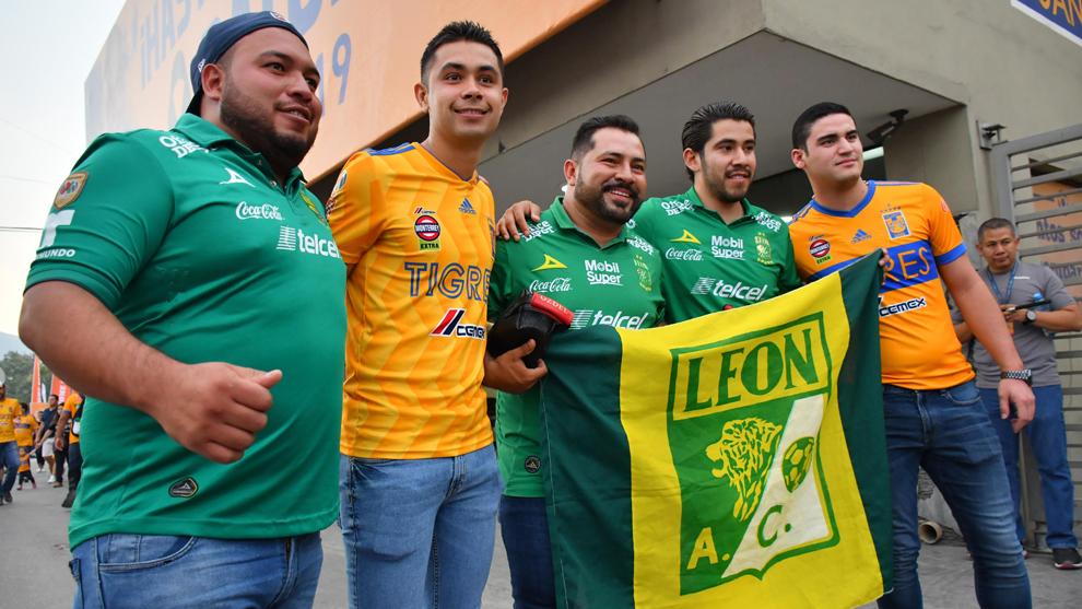 Afición de León y Tigres en el Volcán