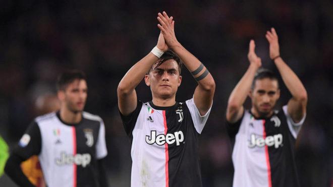 Dybala, saludando a la afición de la Juventus /