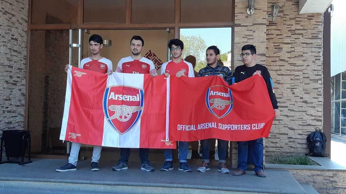 Son los clubs de fans de Arsenal y Chelsea en <HIT>Bakú</HIT>, Azerbaiyán