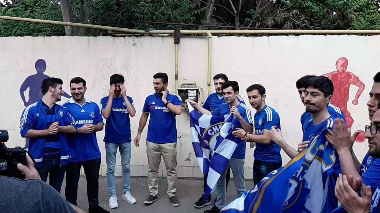Son los clubs de fans de Arsenal y <HIT>Chelsea</HIT> en Bakú, Azerbaiyán
