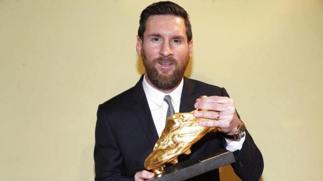 Messi posa con la Bota de Oro.