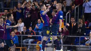 Marcenio y Ferrao celebran uno de los goles del Barça Lassa.