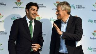 Ángel Haro y Quique Setién, en un acto de Betis