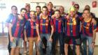 Seguidores del Barcelona a su llegada al aeropuerto de Sevilla.