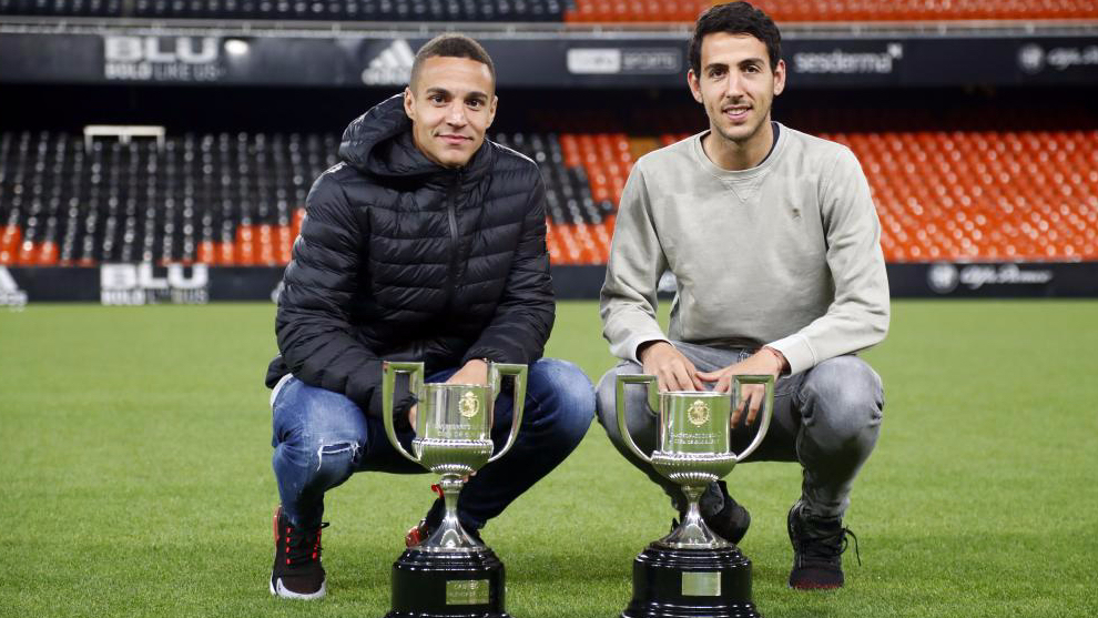 Rodrigo and Parejo at Mestalla.