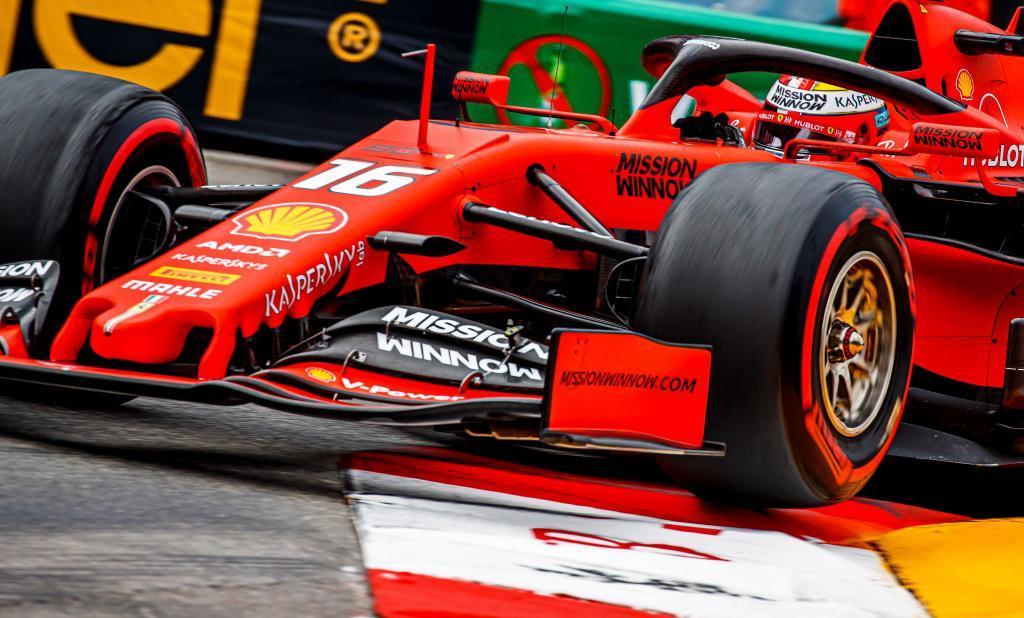 VXH17. MONTECARLO (MÓNACO), 23/05/2019.- El piloto monegasco de Fórmula Uno Charles <HIT>Leclerc</HIT>, de la escudería Ferrari, participa en la segunda sesión de entrenamientos libres para el Gran Premio de Fórmula Uno de Mónaco, en el circuito urbano de Montecarlo, este jueves. La carrera se disputará el próximo 26 de mayo. EFE/Srdjan Suki