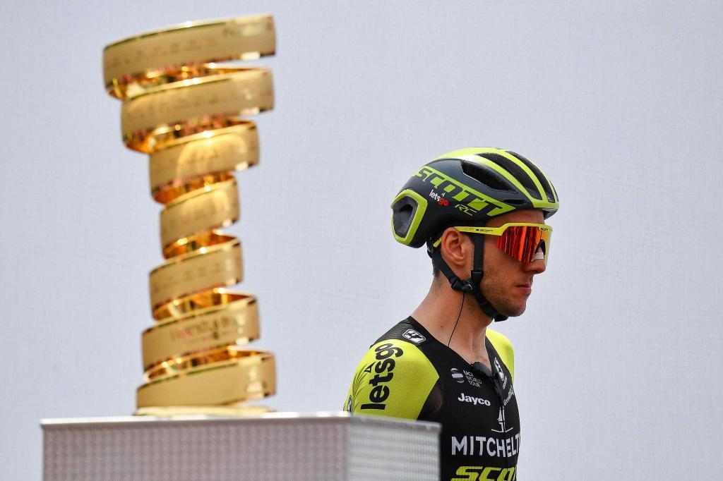 Saint-vincent (Italy), 25/05/2019.- British rider Simon <HIT>Yates</HIT> of the Mitchelton Scott team before the start of the 14th stage of the 102nd Giro dItalia cycling race over 131km from Saint-Vincent to Courmayeur, Italy, 25 May 2019. (Ciclismo, Italia) EFE/EPA/ALESSANDRO DI MEO