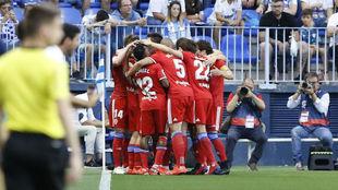 Los jugadores celebran el gol de Biel ante el Málaga.