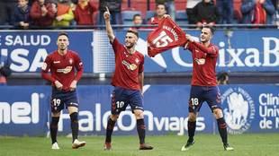 Juan Villar, con la camiseta de Unai García, celebra el primer gol de...