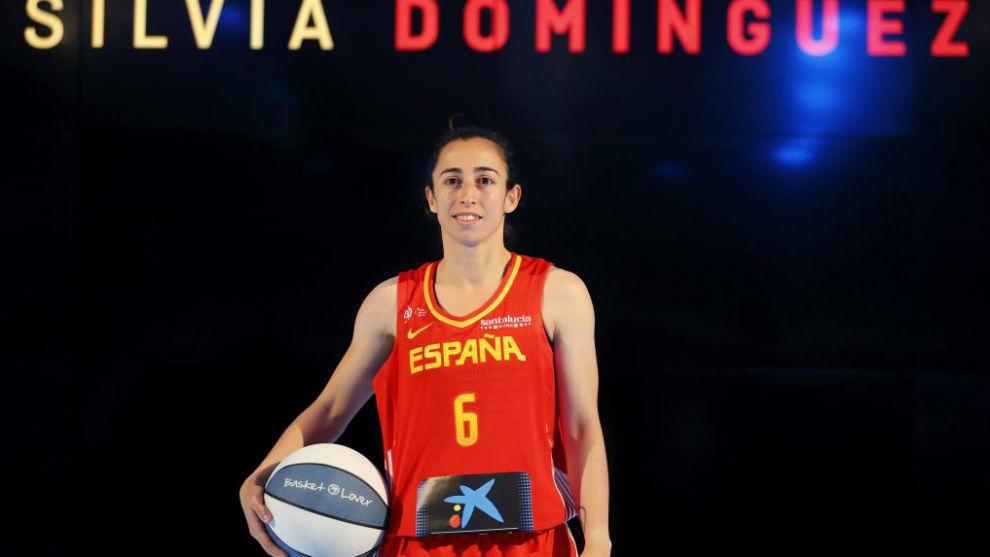 Silvia Domínguez posa durante la presentación de la selección...