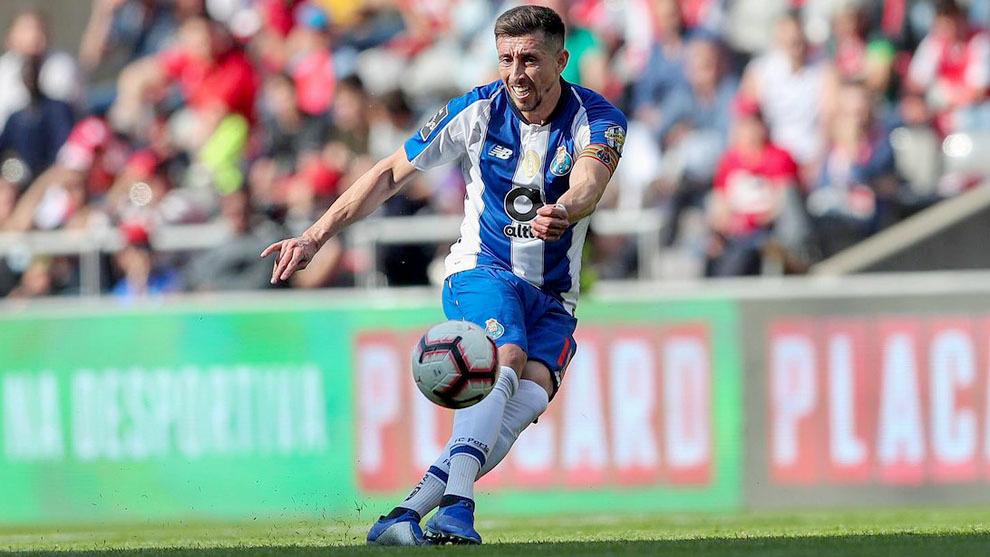 El mexicano estaría llegando al Atlético de Madrid